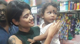 Oviya Visits Shop That Supported Her During Bigg Boss