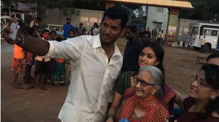 Keerthy Suresh Family At Sandakozhi 2 Shooting Spot still1