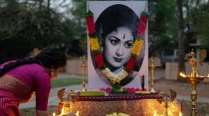 Keerthy Suresh Look Alike Savitri In Nadigaiyar Thilagam