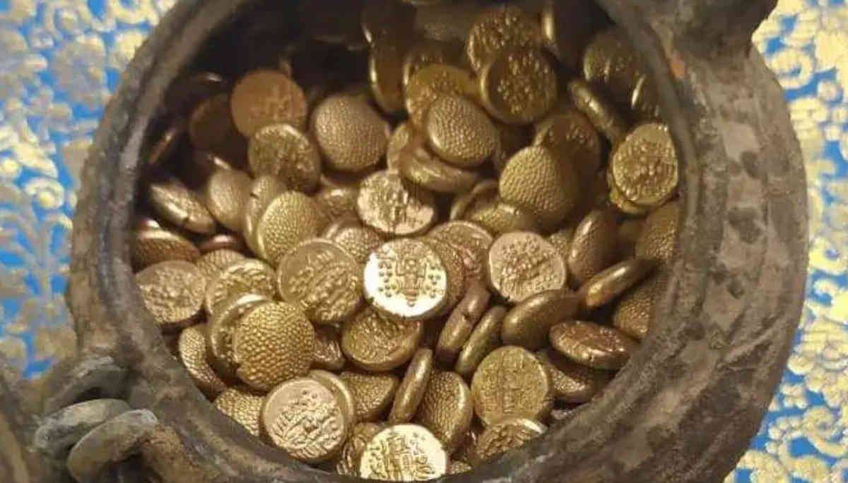 Gold Coins found at Thiruvanaikaval Temple