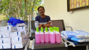 Bharathiraja Contributes to health Workers and Police